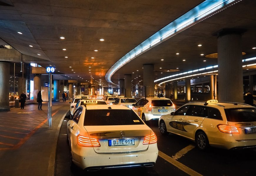 5 Benefits of Using Airport Taxi Service When Traveling